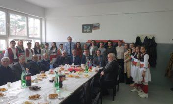 42 vite punë, pensionohet mësuesi Muhamed Kryeziu
