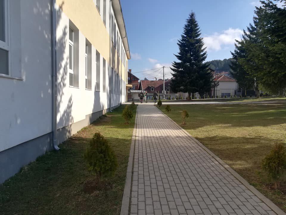 Dhjetë mijë nxënës braktisin shkollat e Kosovës