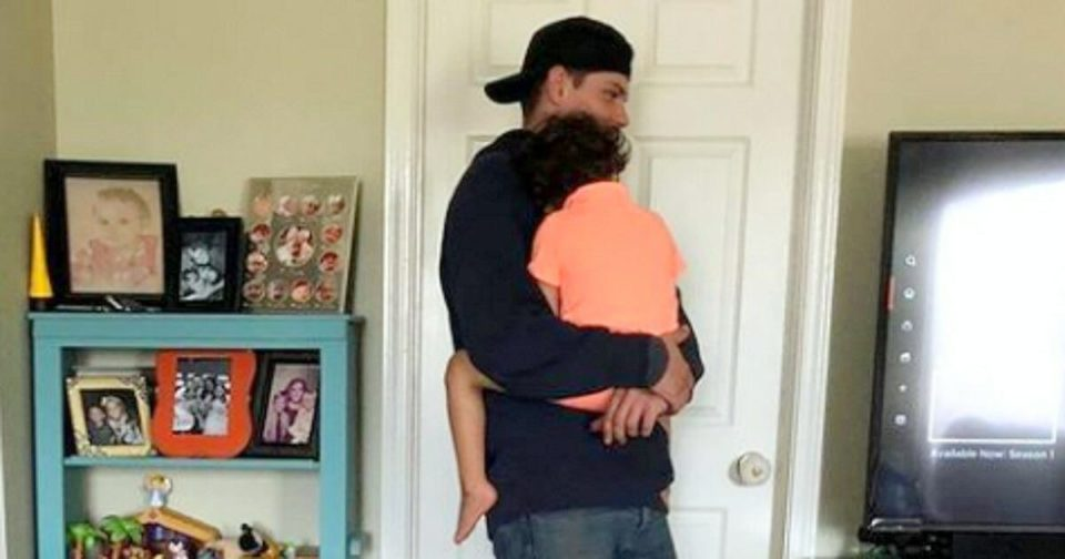 Mom's fussy toddler leaps into technician's arms, only for comeback to be one mom can't ignore
