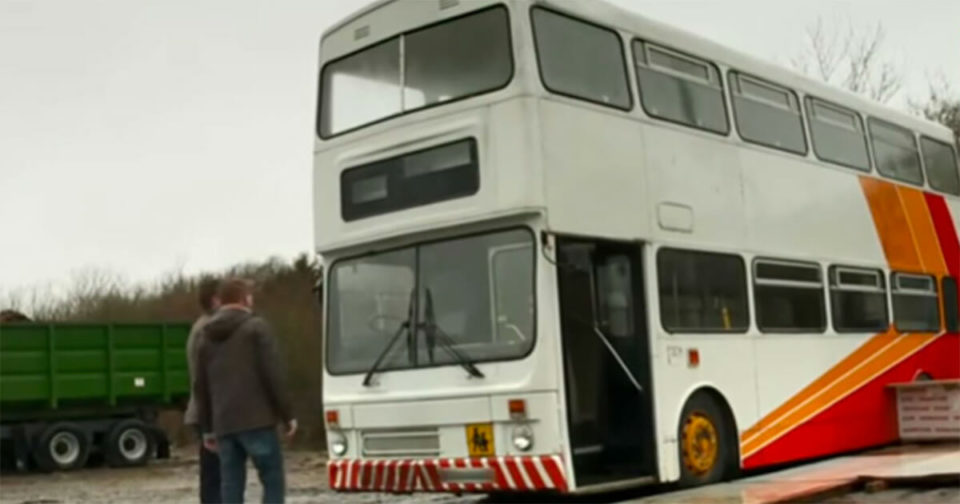 Single dad buys an old double-decker bus and converts it into a gorgeous home for him and his daughter