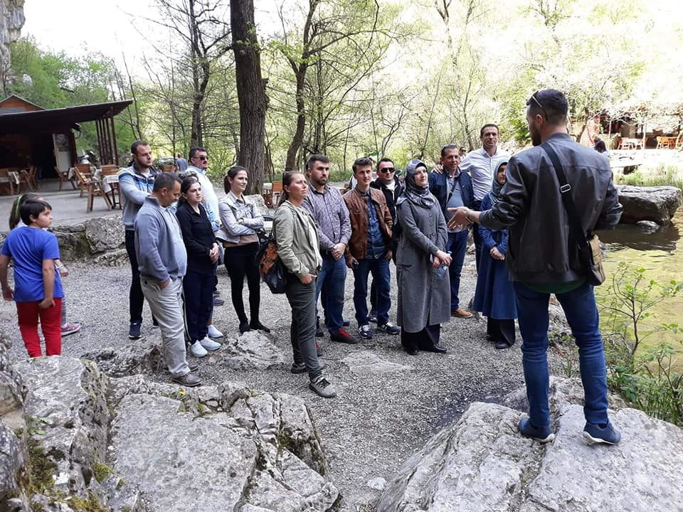 Ciceronët e ardhshëm të gjuhës angleze prezantuan vendet turistike të Prizrenit