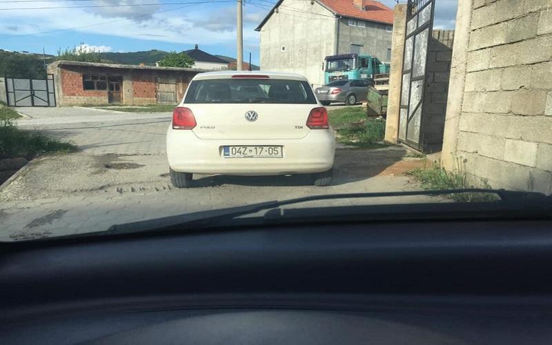 Edhe gjatë fundjavës, zyrtarët e Komunës së Dragashit shëtiten me veturë zyrtare (Foto)