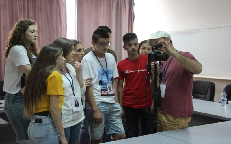 Disa nxënës të 'Ruzhdi Berishës' provojnë veten në arte mediale (Video)
