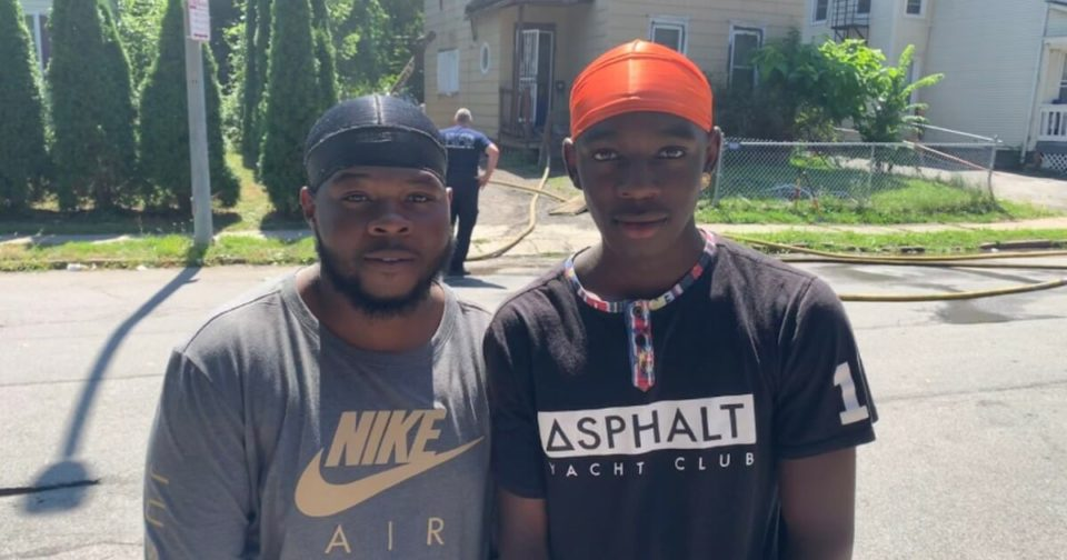 Young heroes rush into burning home to save a family of five – let's praise them for their brave action