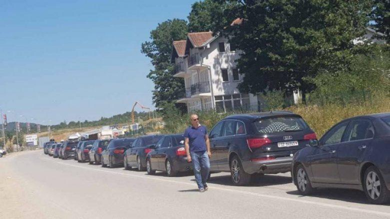 Kolona të gjata në kufi, pritje mbi shtatë orë për të dalë nga Kosova