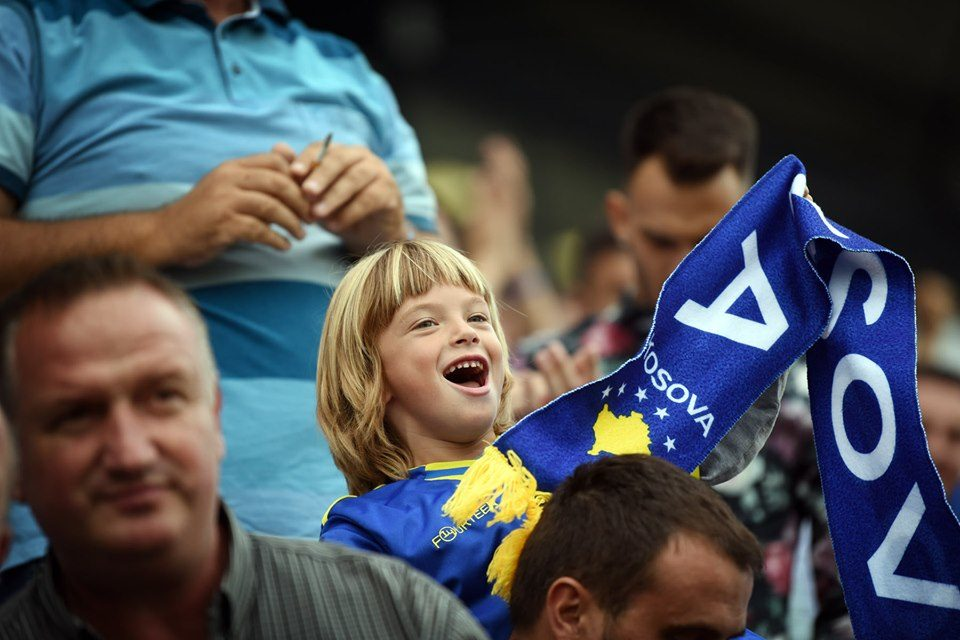 Kosova në mes të kombëtareve të mëdha: Kombëtarja më e re sfidon madhështinë e saj