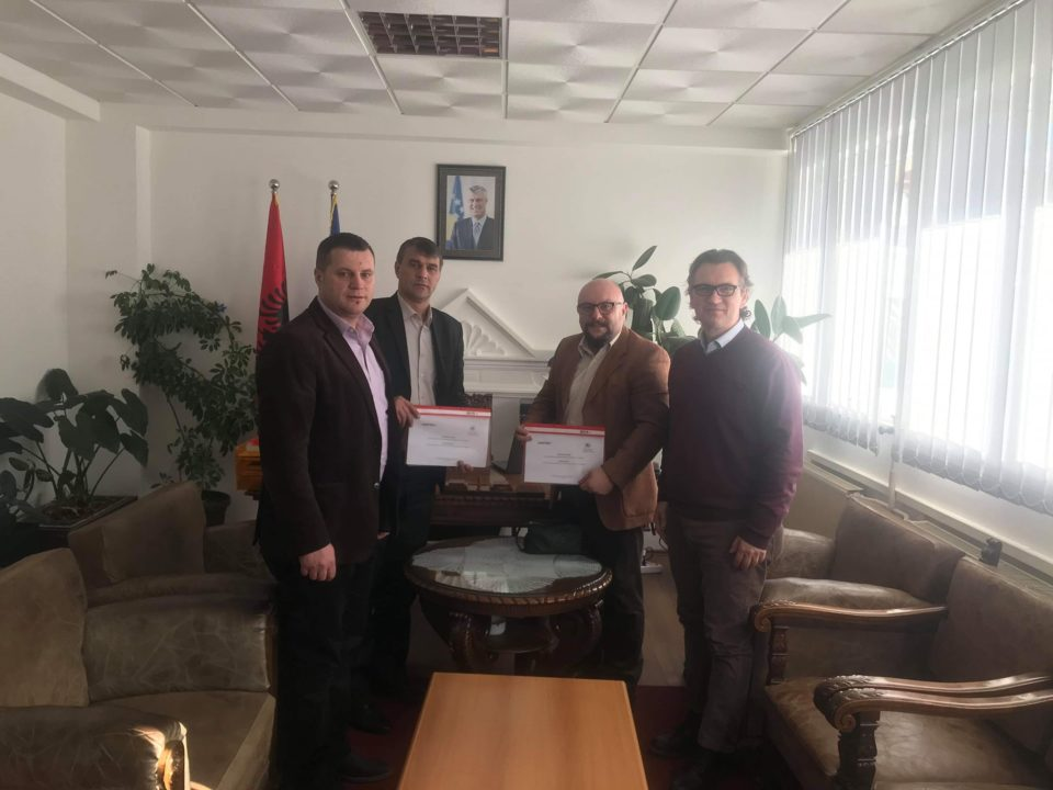 Kryetari Shabani ka nënshkruar një marrëveshje me Caritasin Zviceran për promovimin e prodhimtarisë bujqësore në Komunën e Dragashit