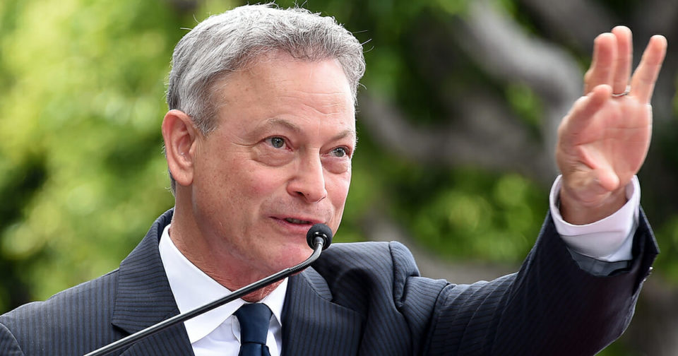 Gary Sinise awarded Congressional Medal of Honor Society award for supporting veterans, he deserve it!