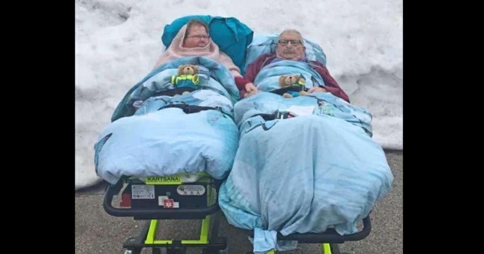Paramedic takes dying couple to see snow for the last time before they pass
