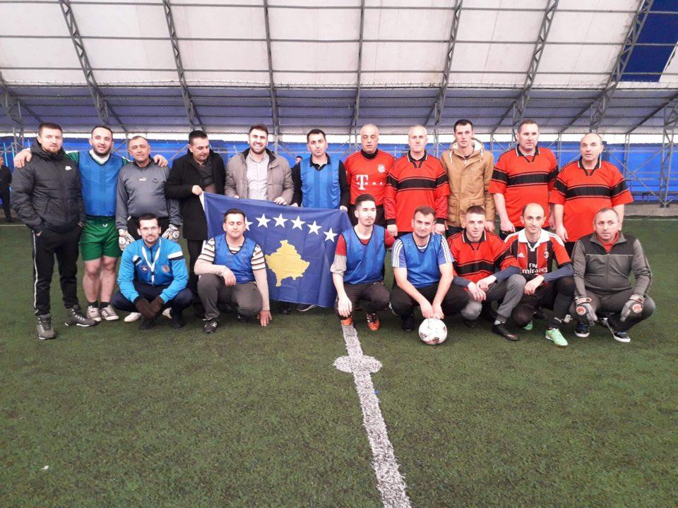 Filloi turniri i futbollit të vogël me nxënës dhe arsimtarë të shkollave fillore për nder të 12 vjetorit të Pavarësisë