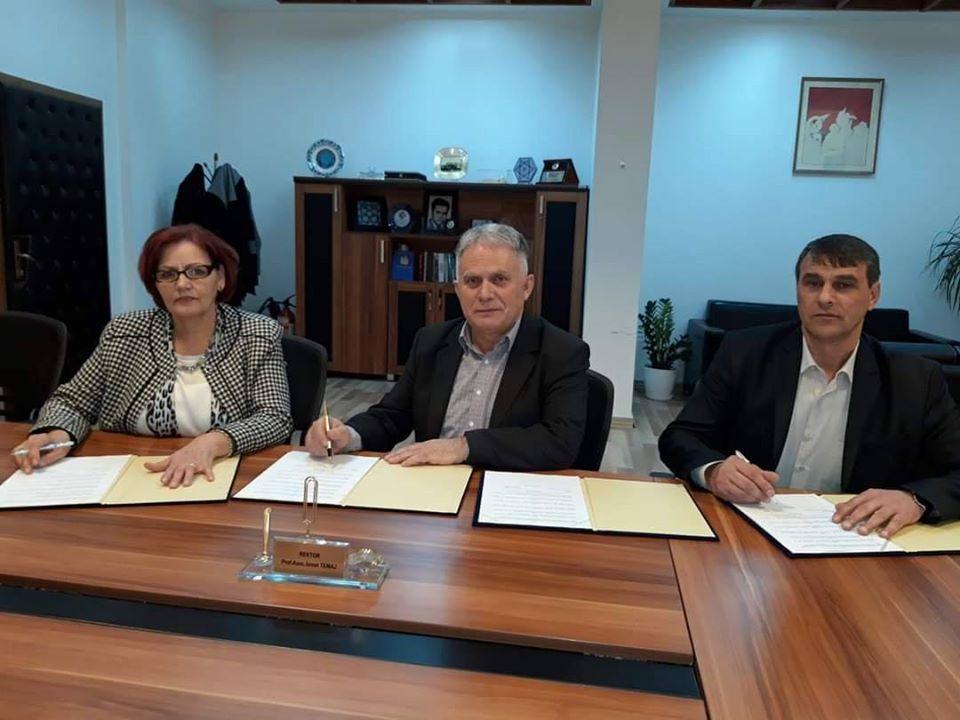 """Universiteti """"Ukshin Hoti"""" arrin marrëveshje bashkëpunimi me Komunën e Dragashit"""