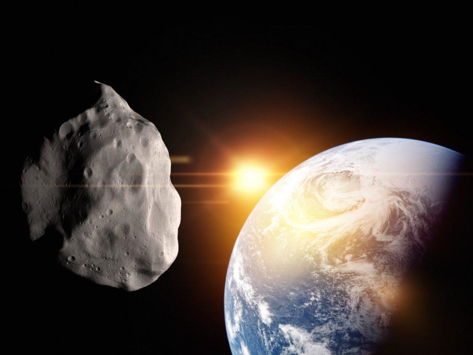 Një asteroid gjigant me madhësinë e një mali do të përshkojë tokën këtë muaj