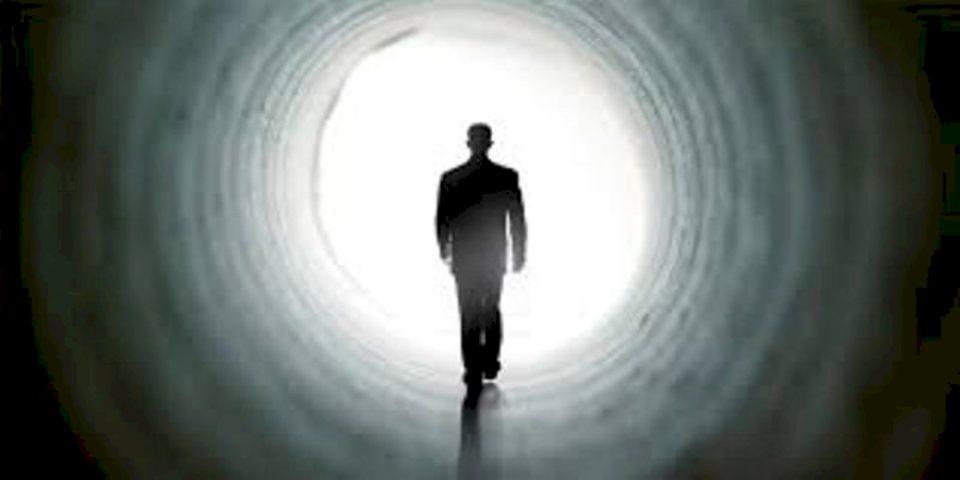 Askush nuk mund ta shpejtojë as ta ngadalësojë momentin e vdekjes përvec Allahut,