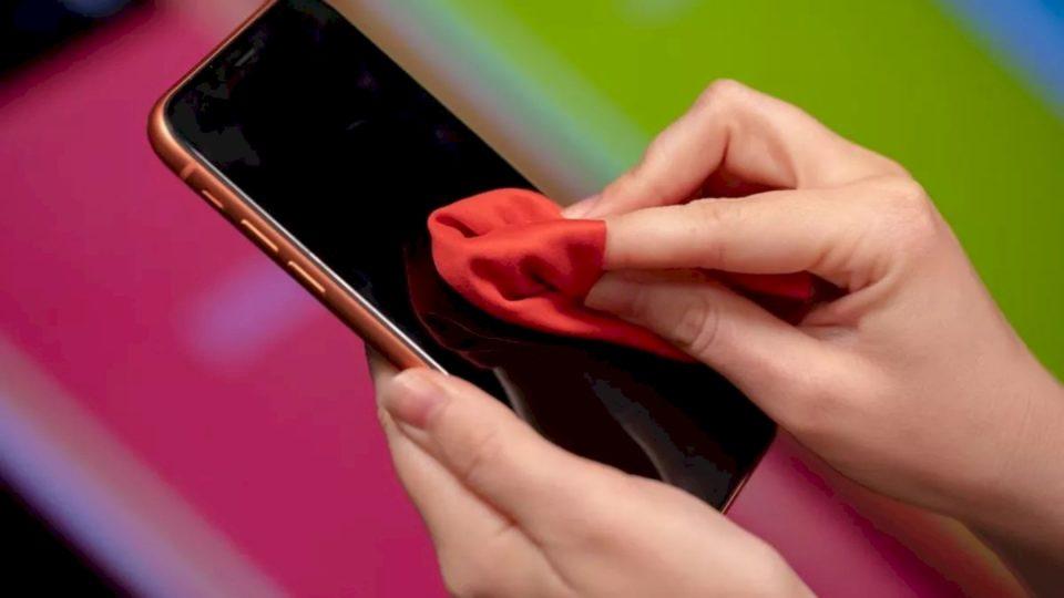 Koronavirusi: Si ta pastroni telefonin për të shmangur rrezikun e infektimit