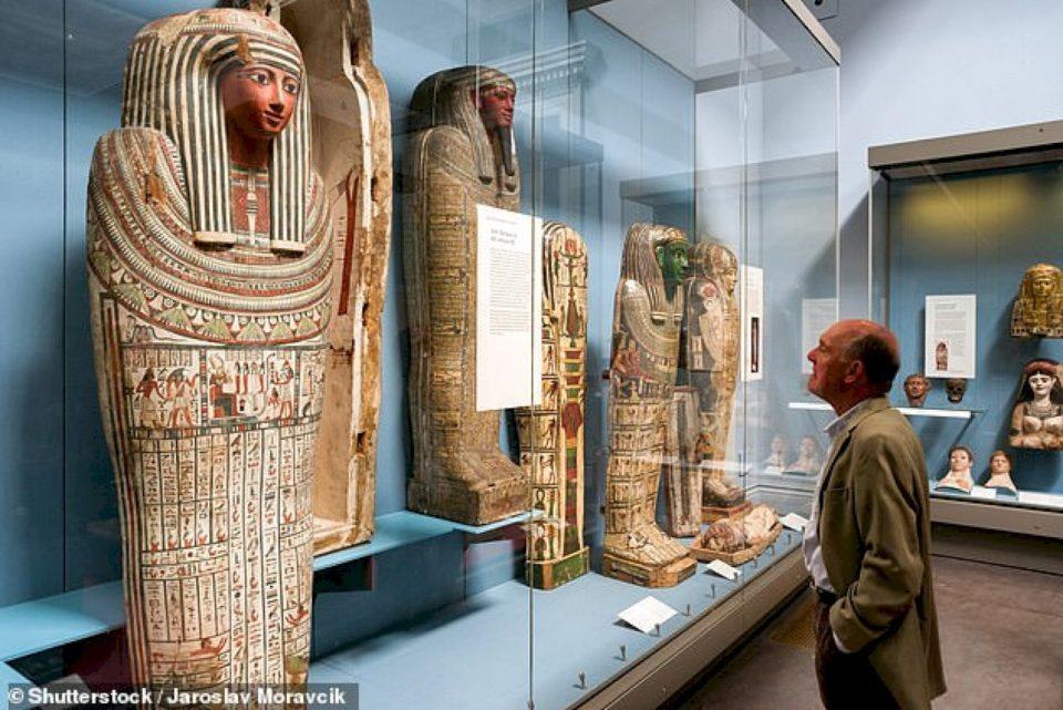 Rojet nga muzeu britanik raportojnë lëvizje drithëruese me hapa fantazmë dhe zhurma të çuditshme të dëgjuara midis ekspozitave