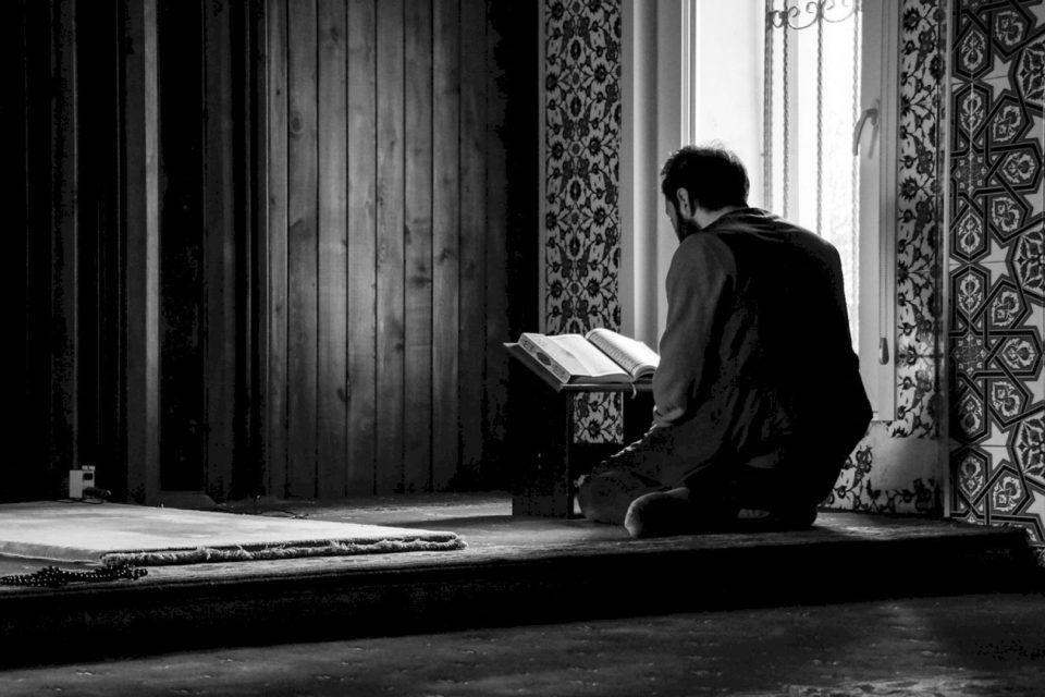 """""""Dëshiro për të tjerët,  atë që dëshiron për veten tënde,  do të jesh musliman"""""""