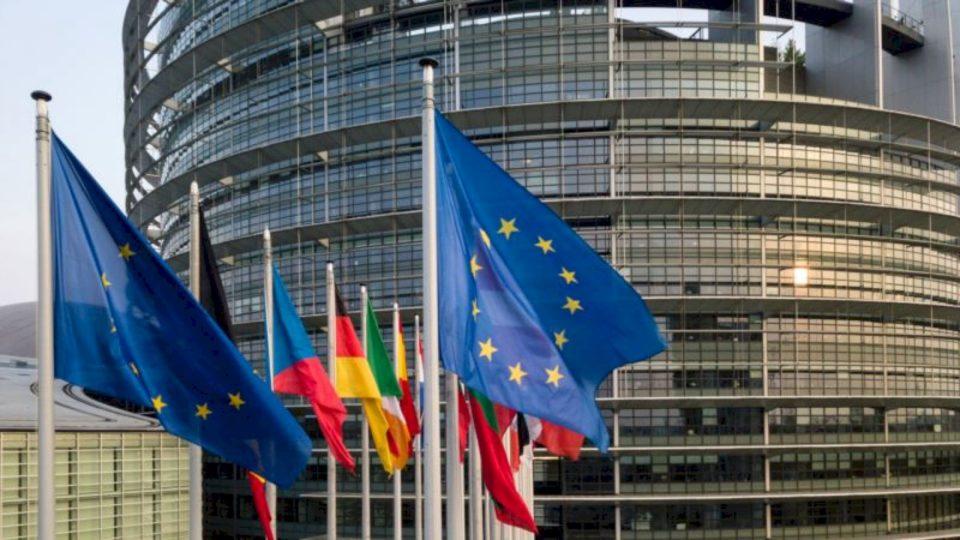 BE-ja i bën thirrje Kosovës të rishqyrtojë vendimin për reciprocitetndaj Serbisë