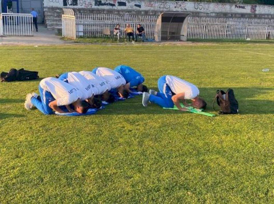 Lojtarët e Llapit falin namazin para ndeshjes me Gjilanin
