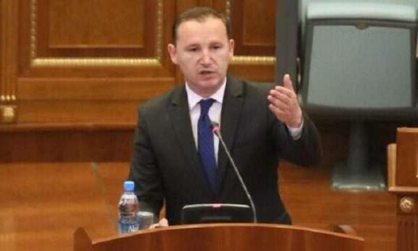 Paralajmëron ministri i Shëndetësisë, disa veprimtari mund të mbyllen për shkak të mos respektimit të distancës