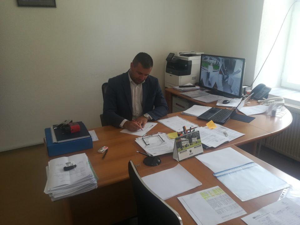 Vazhdon bashkëpunimi në mes Drejtorisë së Arsimit në Dragash dhe IOM-Kosova