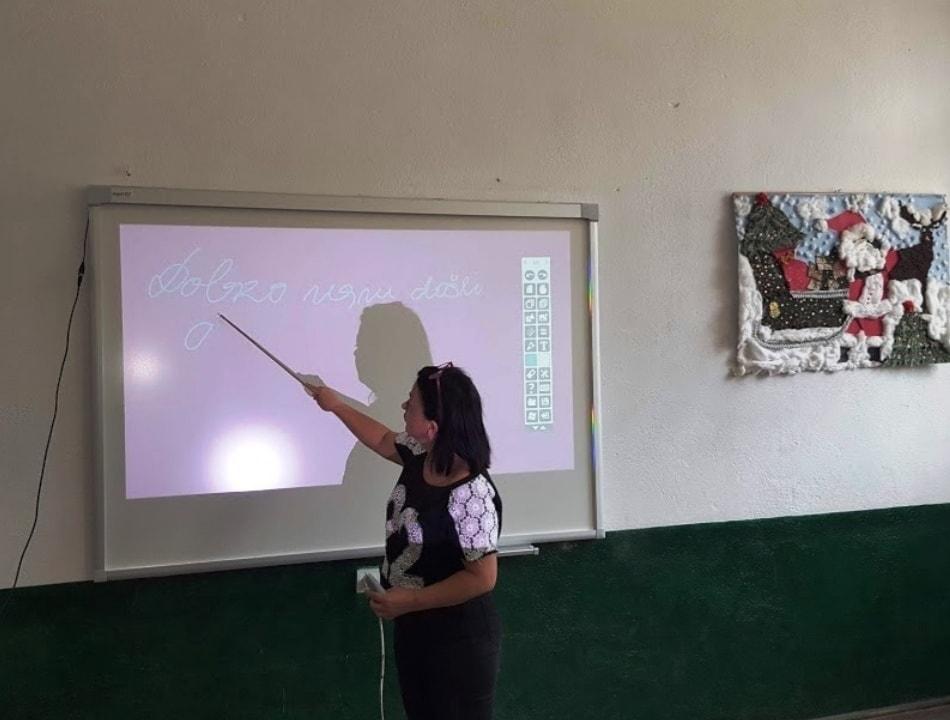 Tetë shkolla në komunën e Dragashit përfitojnë tabela të mençura