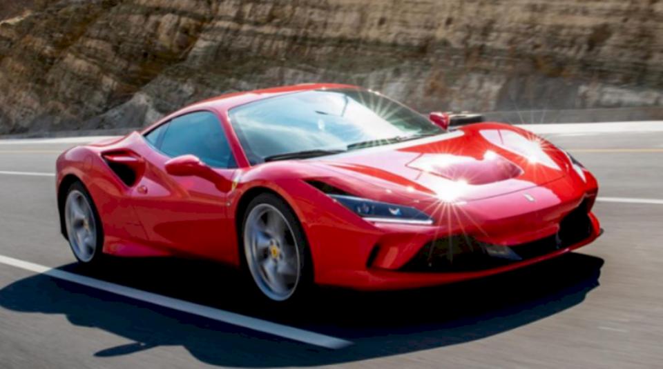 Brenda ditësh Ferrari rifillon prodhimin, pasi të gjithë punonjësit të jenë testuar për coronavirus