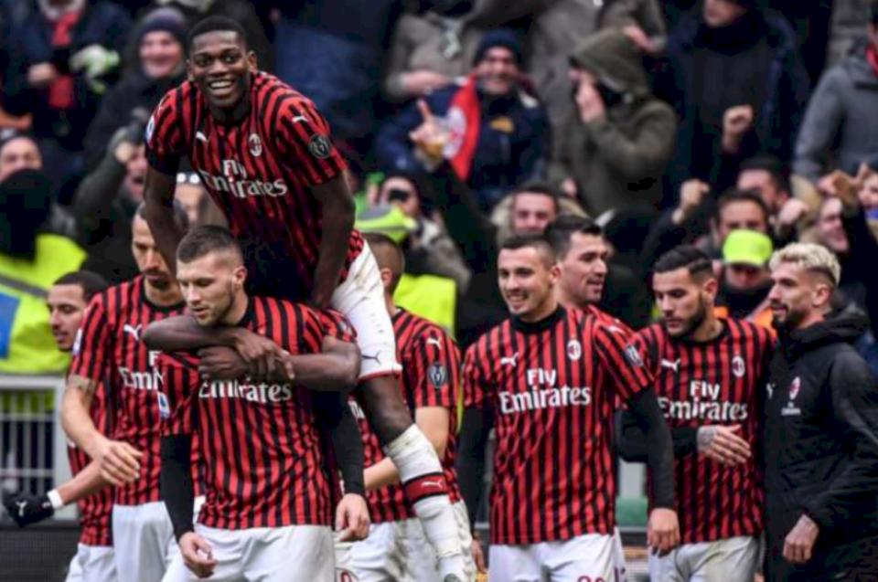 Milanit po ia vështirëson punën Arsenal dhe PSG për transferimin e yllit të madh