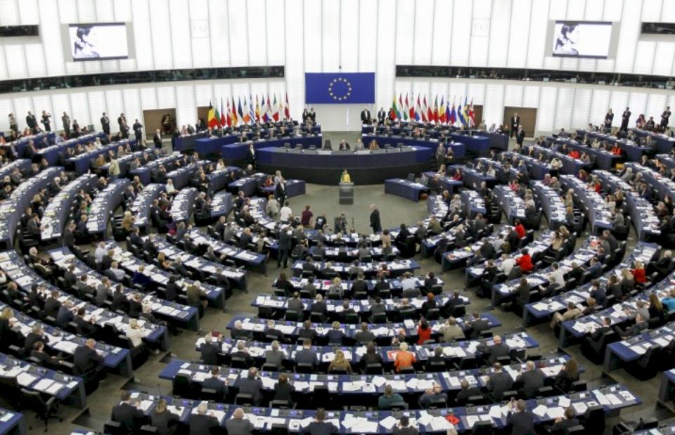42 anëtarë të Parlamentit Evropian letër Macronit, i kërkonë heqjen e vizave për Kosovën