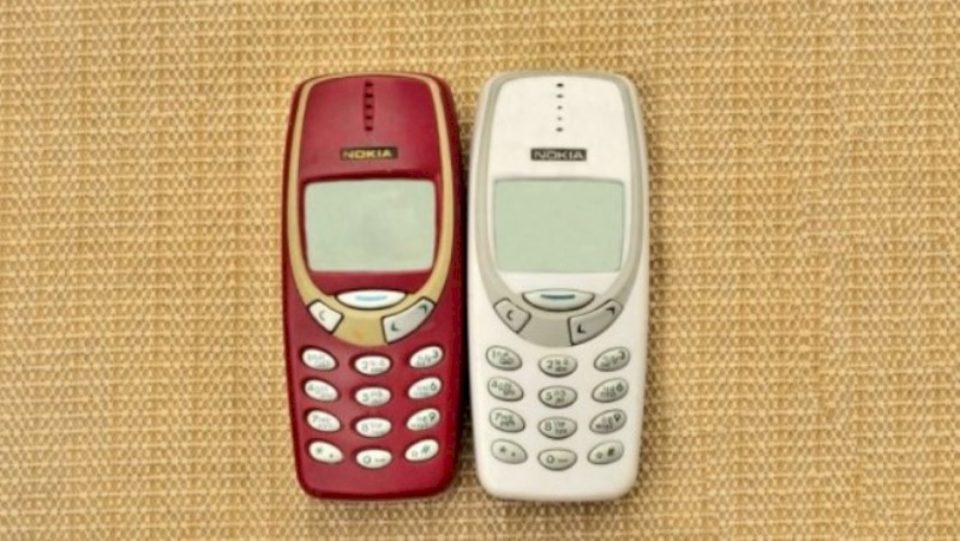 """Pse po blihen """"telefonat klasikë"""" në vitin 2020"""