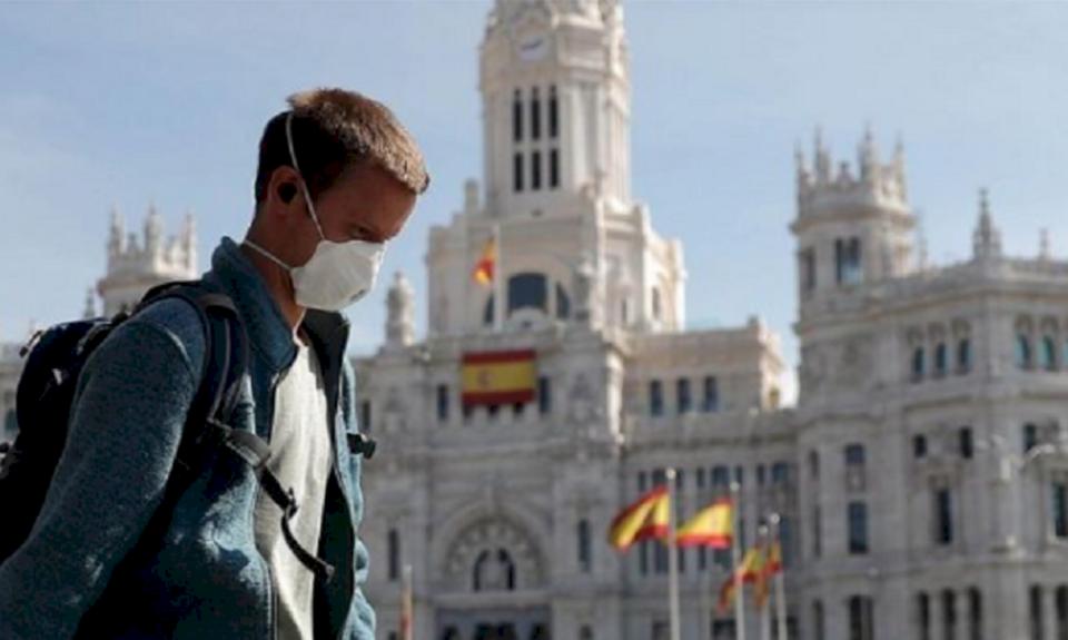 Si po i gjurmon Spanja vatrat e nxehta të koronavirusit?