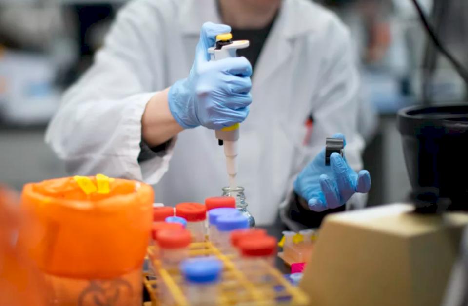 Mësohet se cilat janë dy laboratorët e licencuar në Prishtinë e Lipjan për testime të koronavirusit