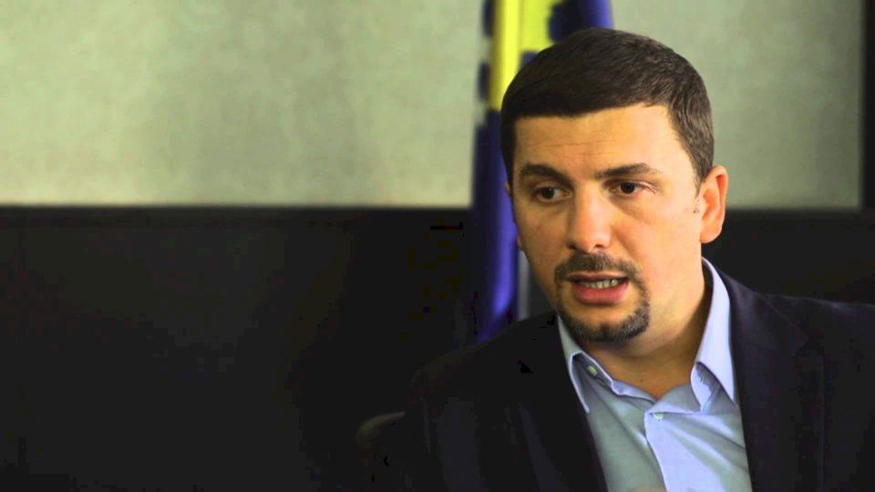 Memli Krasniqi komentin mocionin e VV-së për rrëzimin e Qeverisë Hoti