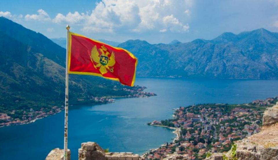 Testi i Covid-19 mbetet kusht për kosovarët që duan të hyjnë në Mal të Zi