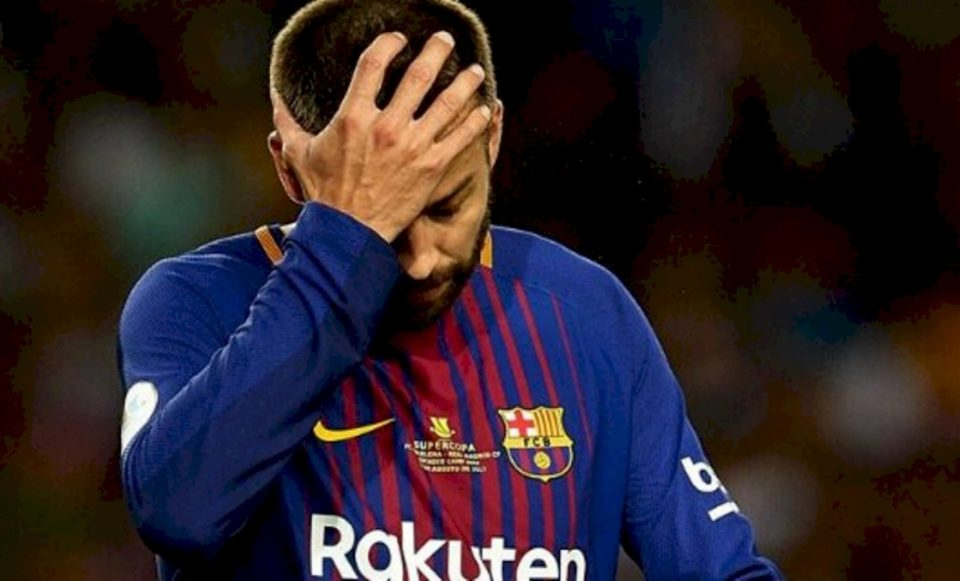 Pas humbjes 8:2, Pique i gatshëm të largohet nga Barcelona