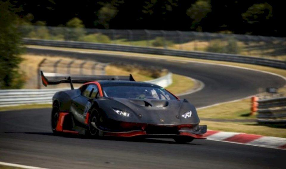 Shpejtësia marramendëse në pistë garash e Lamborghini-t me 1,200-kuajfuqi