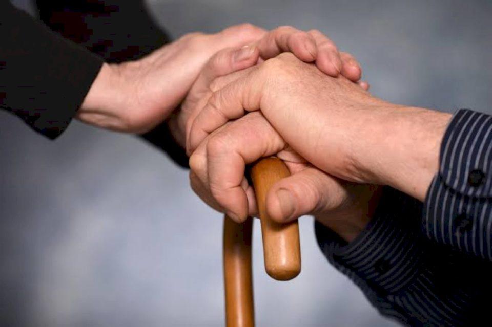 Kulmi i bamirësisë është ruajtja e miqësisë me miqtë e prindërve tonë