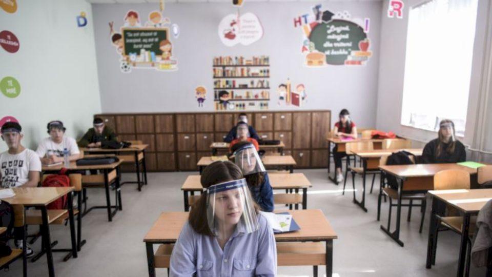 Me maska në shkolla