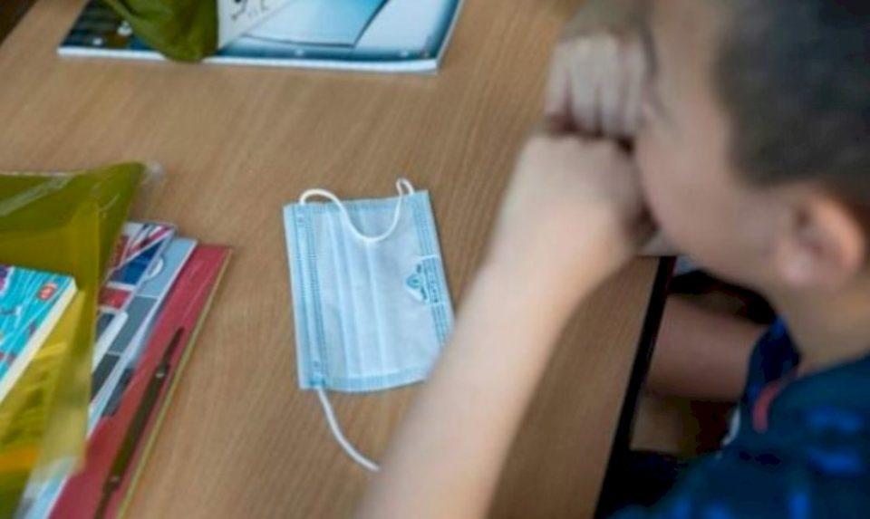 Rritja e rasteve me COVID 19, mësimi në Kosovë po vazhdon në dy variante