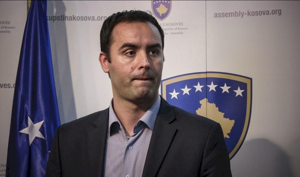 """Glauk Konjufca: """"Zajednica"""", më e rrezikshme se COVID-19"""