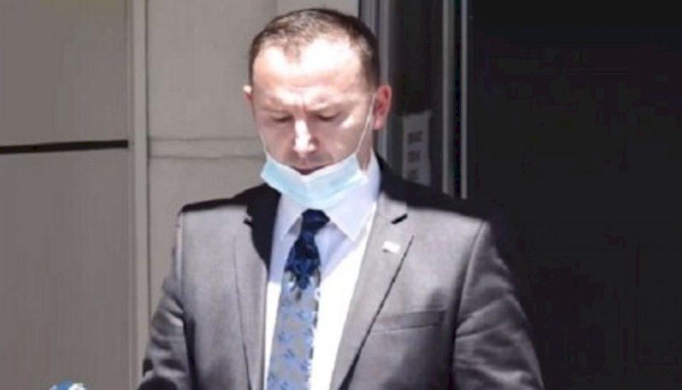 Ministri i Shëndetësisë thotë se maska duhet të bartet edhe në veturë nëse nuk jeni vetëm