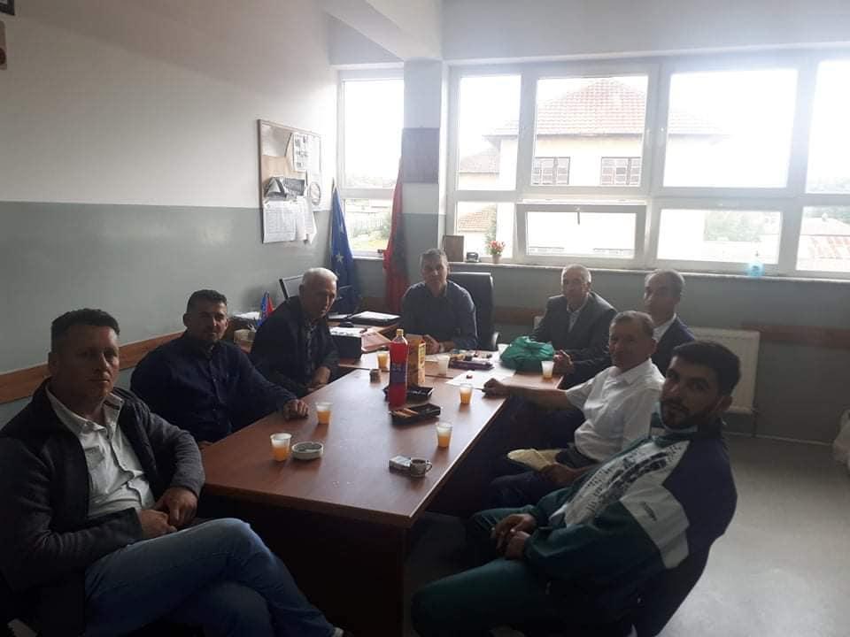 """Shkolla """"Elmaz Ademi"""" vizitë miqësore në shkollën """"Sezai Surroi"""" në Bellobrad"""