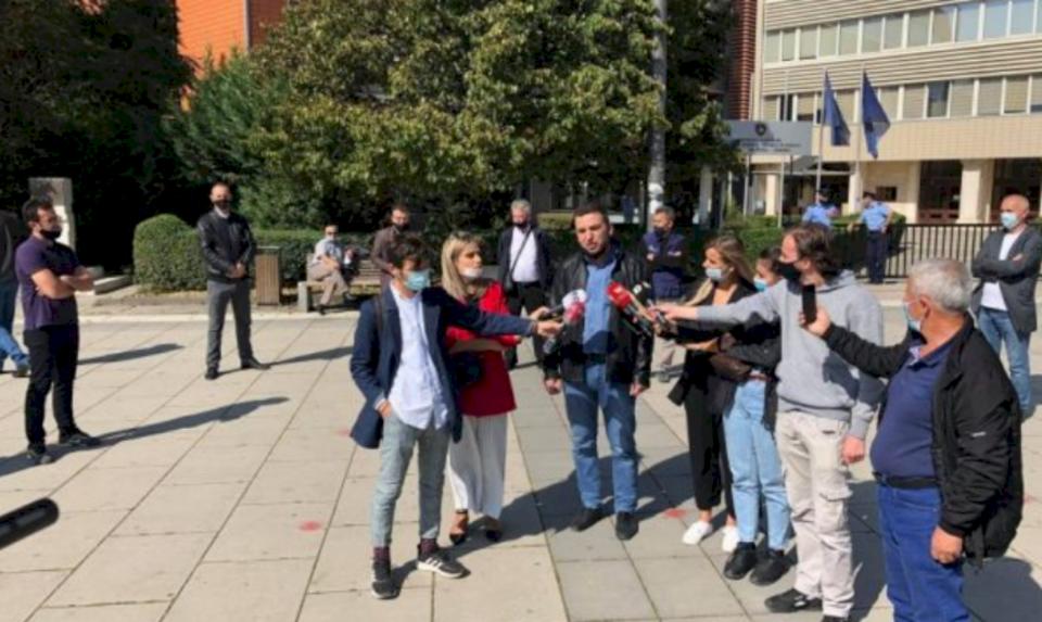 Punëtorët e KEK-ut protestojnë para Kuvendit, kërkojnë mundësinë e tërheqjes së një pjese nga Trusti