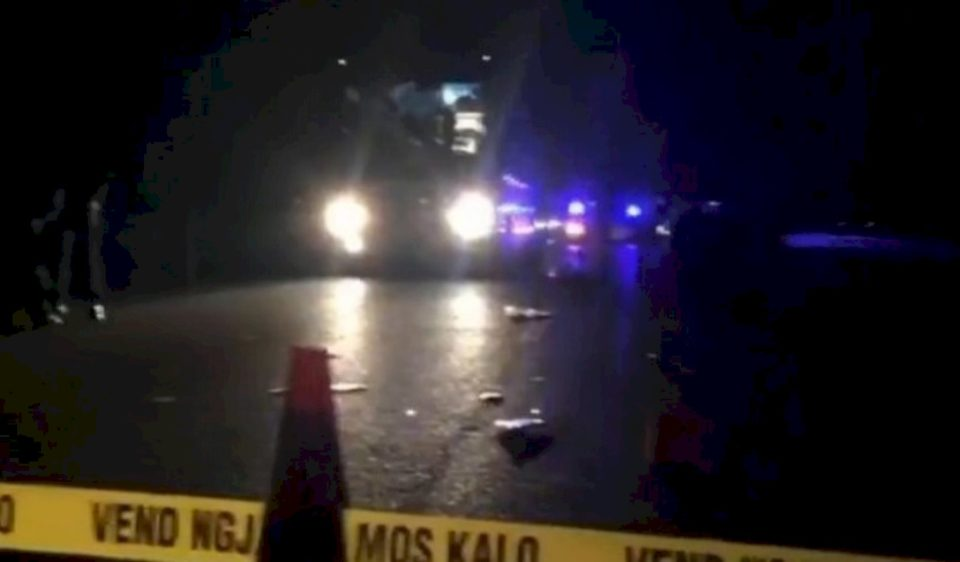 Aksident trafiku mes tri veturave në Pejë, pesë persona të lënduar