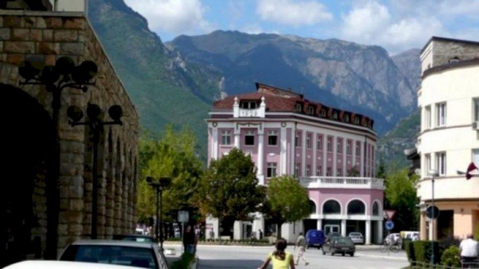 Një qytetari në Pejë ia grabisin nga dora telefonin e shtrenjtë