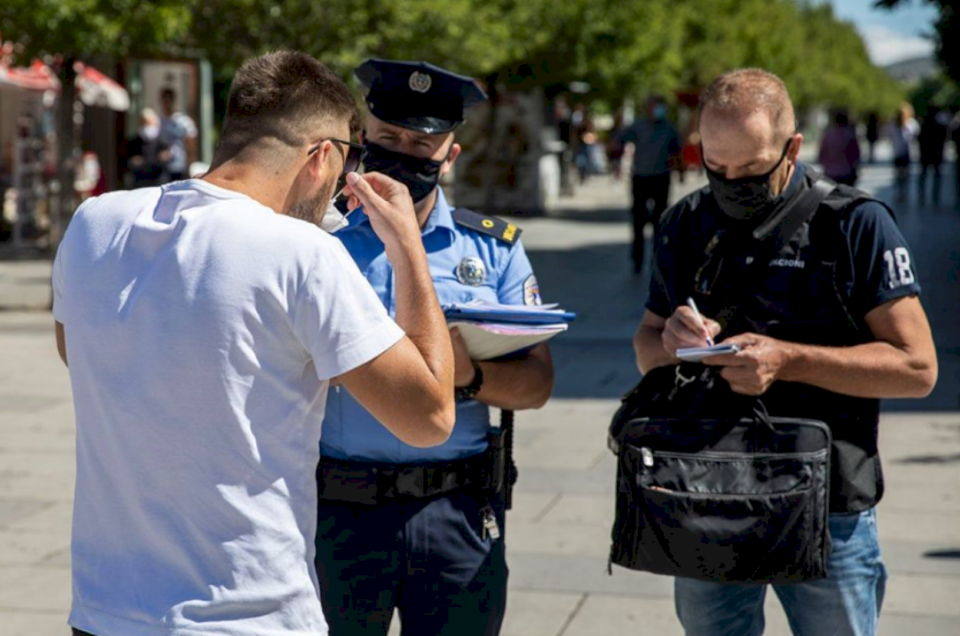 Policia tregohet e pamëshirshme ndaj personave që nuk i respektojnë masat anti-covid