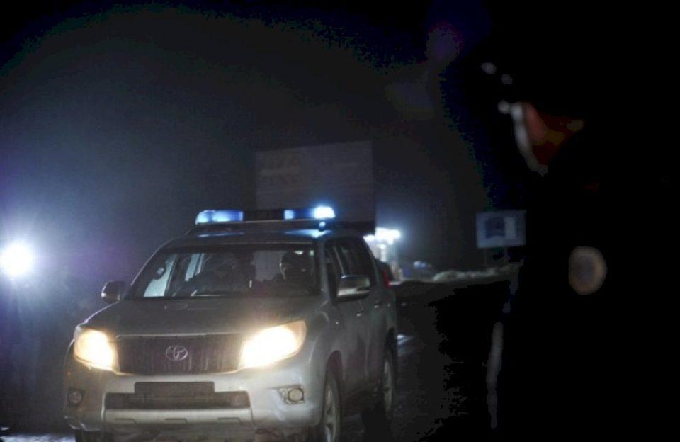 Policia e Kosovës kapë 53 sirianë në 13 taksi në Leposaviq