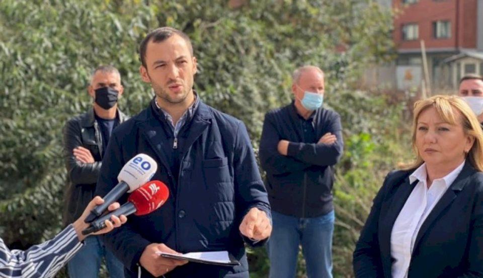 PDK kritikon qeverisjen në Prishtinë: Mungesa e kolektorit në lagjen Kalabria rrezikon shëndetin e qytetarëve