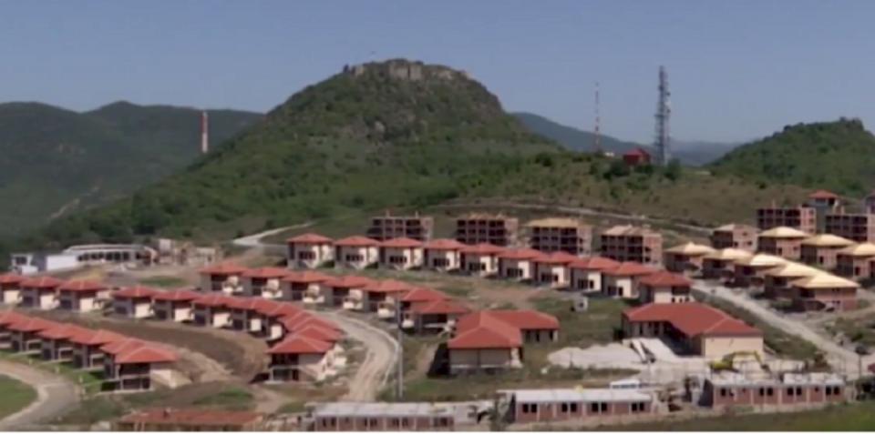 Vazhdojnë investimet e Serbisë në Mitrovicën e Veriut, po ndërtohet një stadium futbolli.