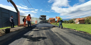Fillon asfaltimi i rrugës nga fshati Zaplluxhe deri tek Tyrbja e Plavës