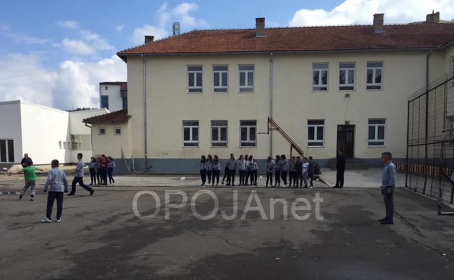 """Rregullimi i fushës së sportit në shkollën """"Fetah Sylejmani"""" Komunës së Dragashit do t'i kushtojë mbi 31 mijë euro"""